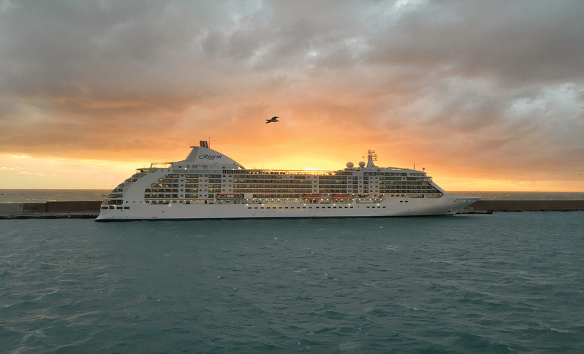 Seas Seas Voyager schip in haven
